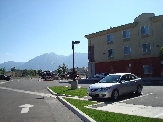Holiday Inn Express Hotel & Suites Minden: Here are the mountains behind my rented car