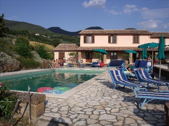 Poggio della Volara: Pool and new guesthouse