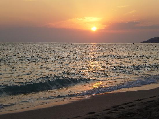 Grand Okan Hotel: The sunset on the beach