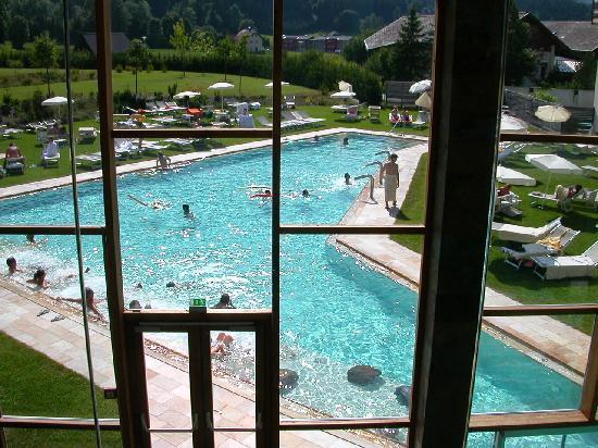 Falkensteiner Hotel & Spa Carinzia: giardino con piscina