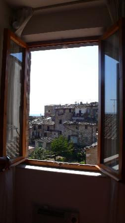 Fabio Apartments San Gimignano: Livingroom window view