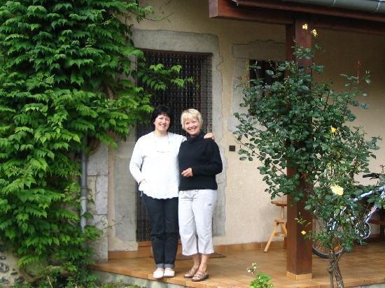 Chambres d'hotes et Gite rural Miragou : la charmante hôtesse Anne-Marie et moi