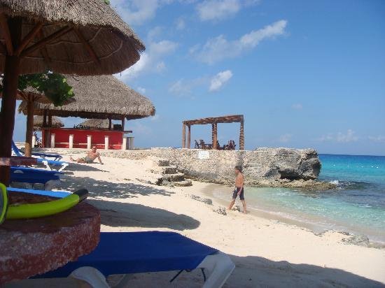 Playa Azul Golf, Scuba, Spa: Beach & bar