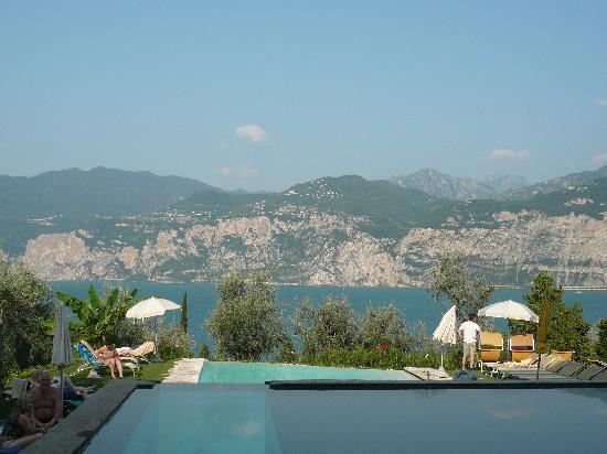 Hotel Internazionale: View over the pool