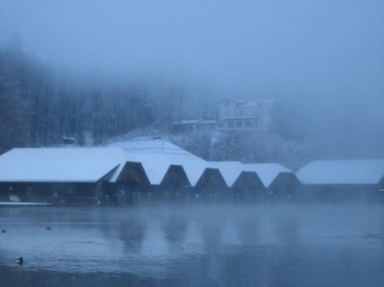 Schoenau am Koenigssee, เยอรมนี: The boathouses at Koenigsee