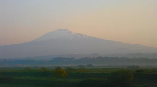 Monte Etna: This is Mt. Etna in the early sunrise.