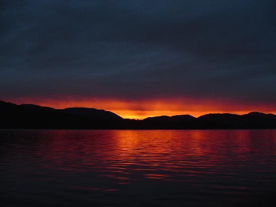 Bowron Lake Lodge and Resorts: Sunset