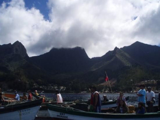 Isla Robinson Crusoe, Chile: De la barcaza a la Isla...
