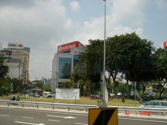 ยะโฮร์บาห์รู, มาเลเซีย: Yeah, that white banner shows that the Kompleks Sultan Iskandar is now in full operation.