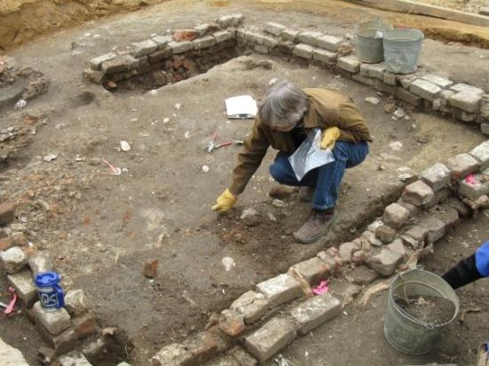 What purpose does carbon dating service for archaeologists