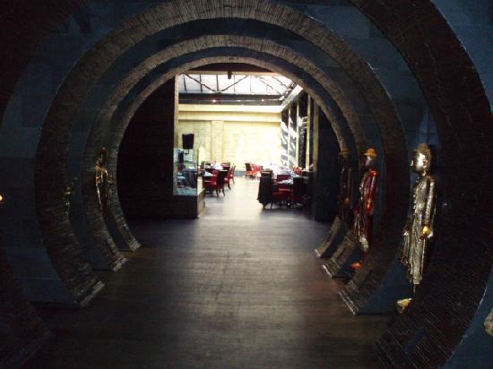 Buddha Bar: Entrance Hallway