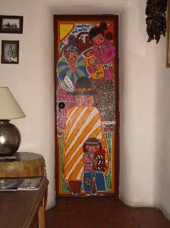 La Dona Luz Inn, An Historic Bed & Breakfast: Bathroom door