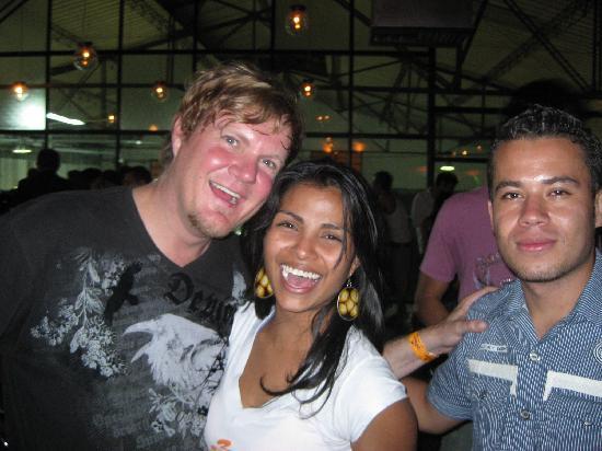 Tiger Hostel: yo, y diana, jorge at 3 cordillerdas brewery