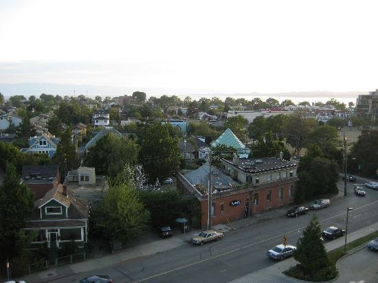 Coast Victoria Hotel & Marina by APA: Inland view from balcony