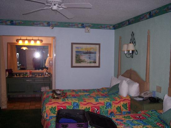 Disney's Caribbean Beach Resort: Our room :) with nemo Comfy beds as well!