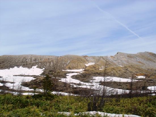 Mt. Kusatsu-Shirane: 下からの湯釜火口の眺め
