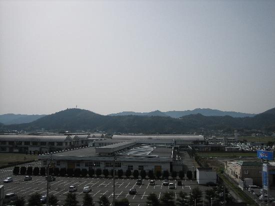 Ozu Plaza Hotel: 部屋窓からの景色です。短時間で霧が消えます。