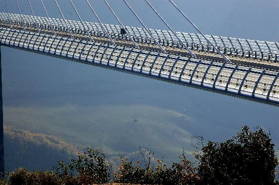 millau bridge france photo de viaduc de millau millau tripadvisor. Black Bedroom Furniture Sets. Home Design Ideas