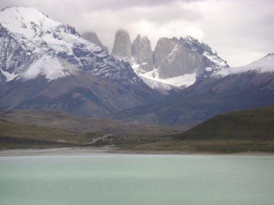 Puerto Natales, Chile: Vista general de las Torres y el lago Amargo