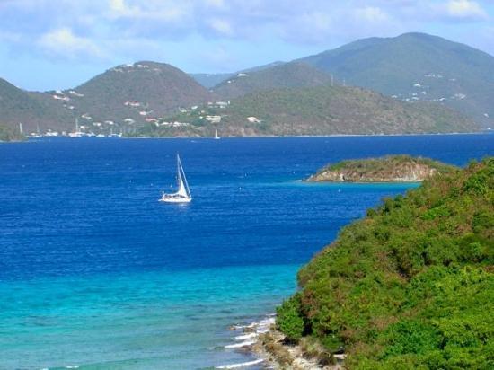 เซนต์จอห์น: Waterlemon Cay with Tortola in the background