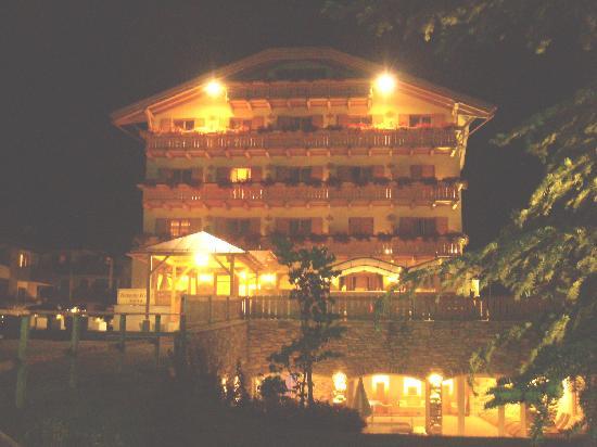 Beverly Hotel: Il Beverly di notte