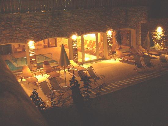 Beverly Hotel: La piscina di notte