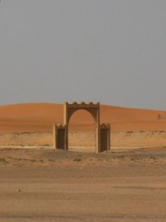 Merzouga, Marocco: Gate to nowhere?