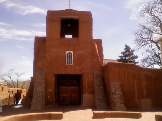 Santa Fe, Nuevo Mexico: Oldest Church in America.