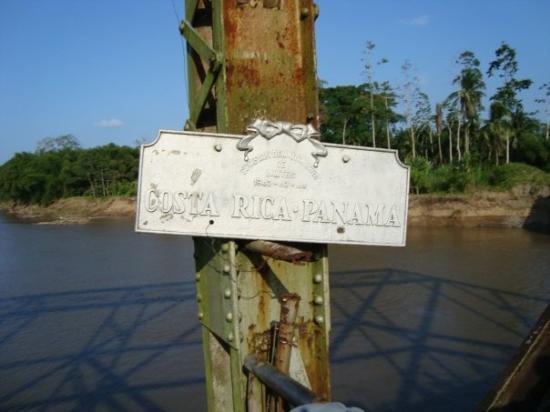 Sixaola, คอสตาริกา: Panneau qui delimite exactement la frontiere