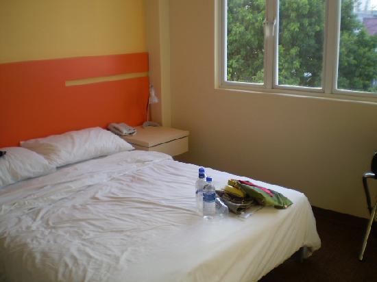 แฮงค์เอ้าท์@มิทอีมิลี่: Spotless, comfortable room