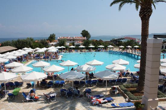 Roda Beach Resort & Spa: View of the main Pool