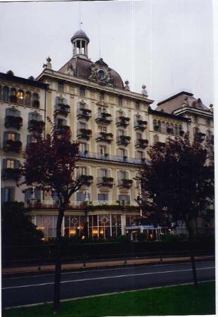 สเตรซา, อิตาลี: Martini's at the Grand Hotel, Stresa, Italy. How Hemingway-esque can you get.