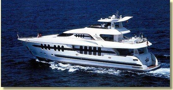 Antibes, França: 'Tilac' auf hoher See 35 Meter lang 11 Meter hoch, 3 Decks + Maschinenraum mit Garage