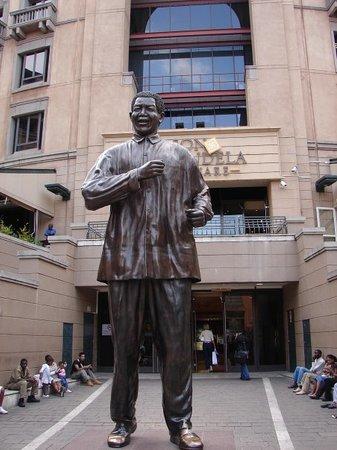 Johannesburg, Sydafrika: Nelson Mandela Square Joburg SA