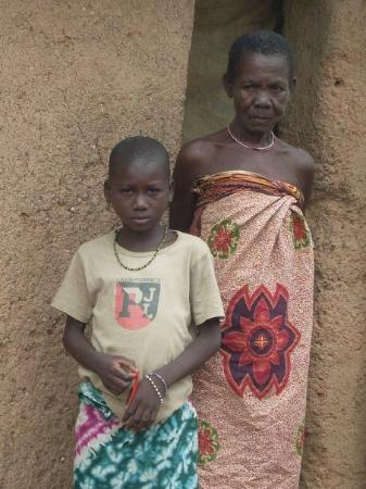 Bokoumbe, Benin Agathe et sa grand-mere