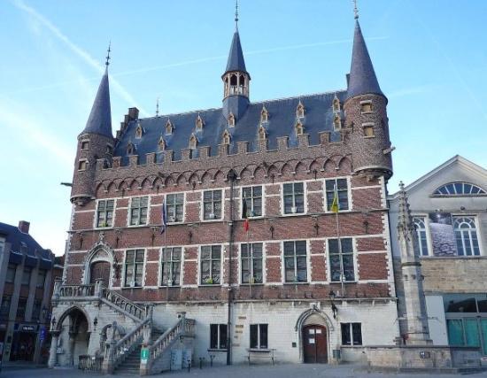 Geraardsbergen, بلجيكا: L'hotel de ville de Grammont