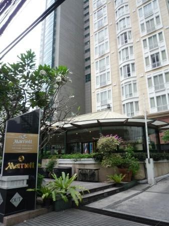 Mayfair, Bangkok - Marriott Executive Apartments: アパートメント正面入り口