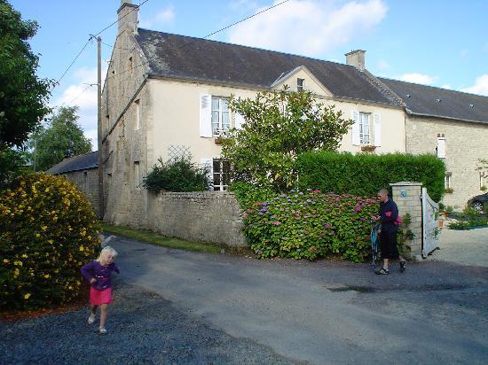 Ferme de Vacqueville: Farmhouse from the road