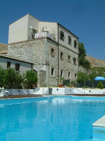Piana degli Albanesi, Italië: The pool area