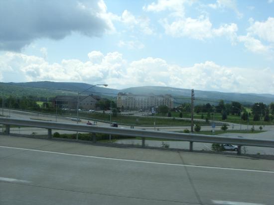 Hampton Inn & Suites Blairsville: view of hotel from highway