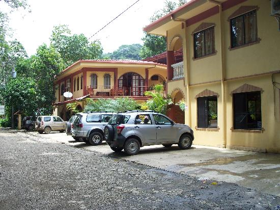 Hotel Domilocos: Front View of Hotel