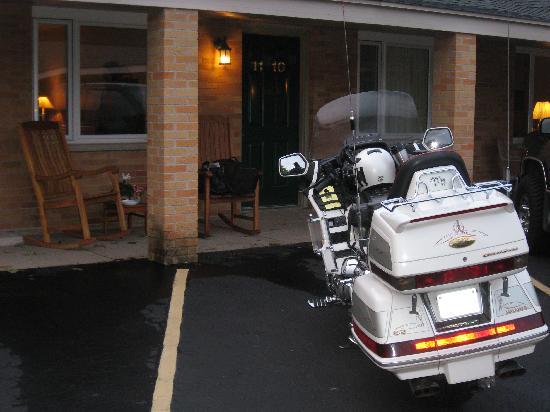 Greiner Motel: We love parking right outside the door...