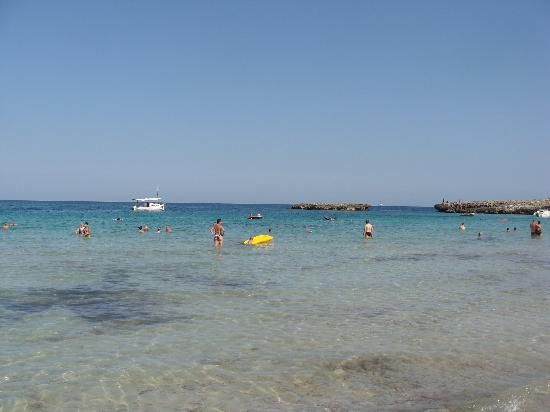 Universal Hotel Perla: la plage devant l'hotel