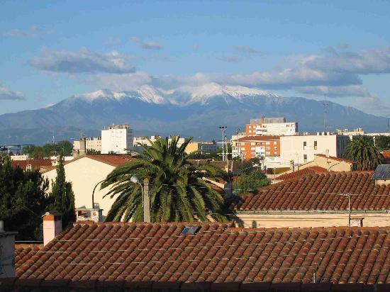 Chateau La Tour Apollinaire: View from apartment window