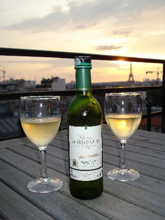 เลอ ลิทเทรอ โฮเต็ล: The wine from the minibar