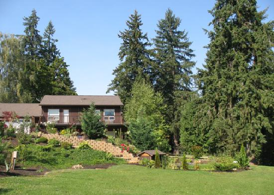 Lobenhaus Bed & Breakfast & Vineyard: Sideview of B&B