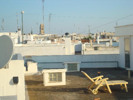 Salento al Mare: terrazzo con vista del paese dove è possibile stendere