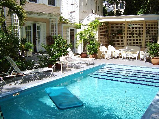 Mango Tree Inn: Pool area
