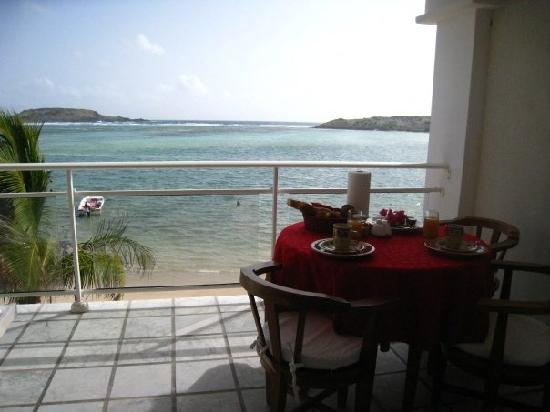 Grand Cul-de-Sac, Saint-Barthélemy: Breakfast was set up like this each morning