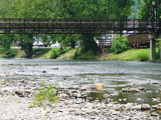 Cherokee, Carolina del Norte: Oconaluftee Islands Park River & Bridge